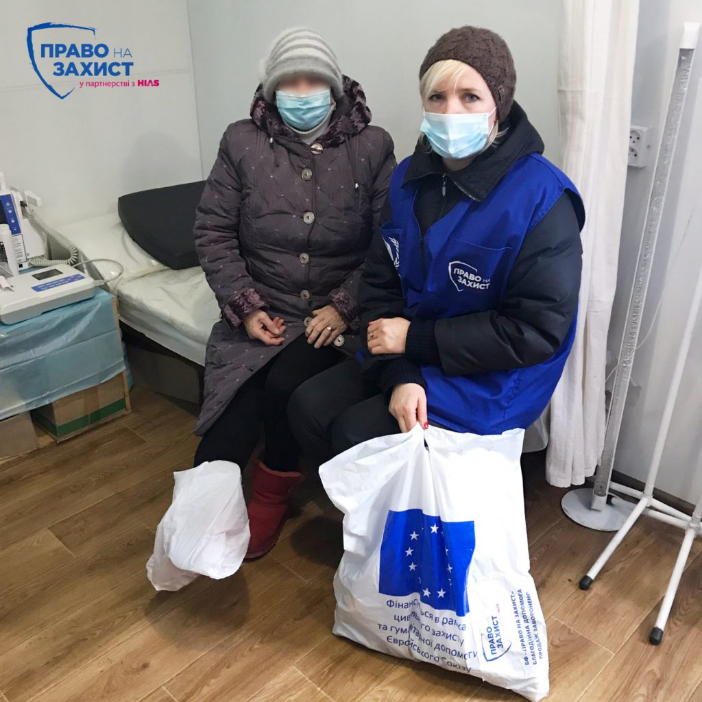 Пані А. у лікарні woman in hospital receives the grocery set